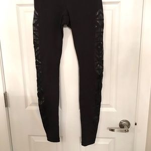 Lululemon Wunder Under Leggings -Black-Size 4